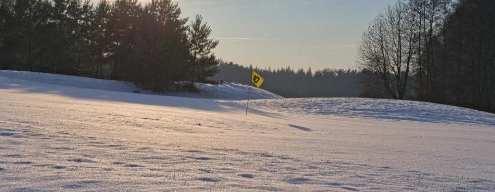 Golfen im Winter, zum Aufwärmen einen Glühwein am Kamin oder ab in die Sauna